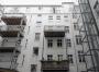Hofansicht mit neuem Aufzug und Balkonen